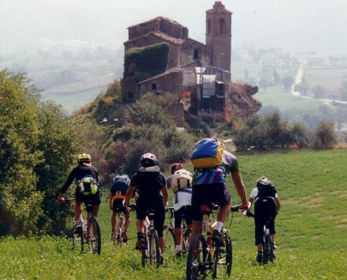castelli malatesta in bici elettrica mtb escursione guidata Riccione